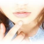 唇にシミが出来る原因は?ホホバオイルで消すことが出来る?